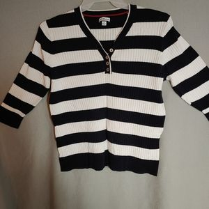 Croft&Barrow V-Neck Buttoned Sweater. Size X-Large